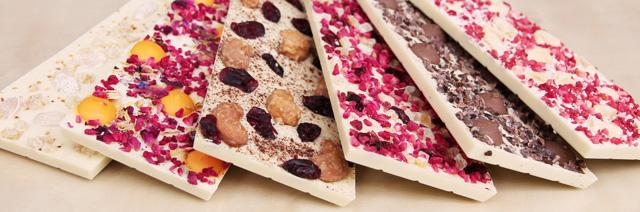 Weiße Schokolade mit allerlei Köstlichkeiten