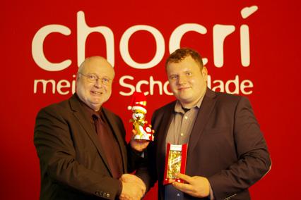 Peter Riegelein und Michael Bruck besiegeln das Zusammengehen der beiden Unternehmen