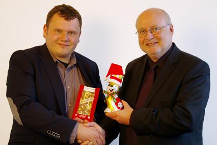 Michael Bruck und Peter Riegelein besiegeln das Zusammengehen der beiden Unternehmen
